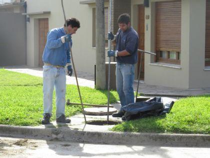 Aguas de Balcarce realizó un operativo de limpieza de desagües cloacales