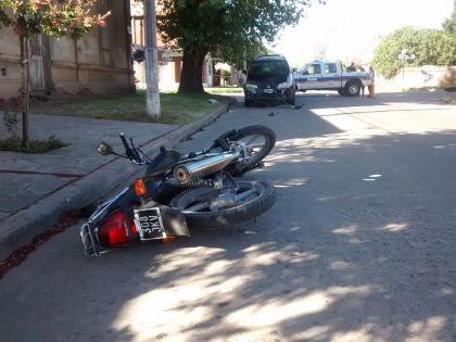 Una moto y un auto protagonizaron un nuevo accidente de tránsito