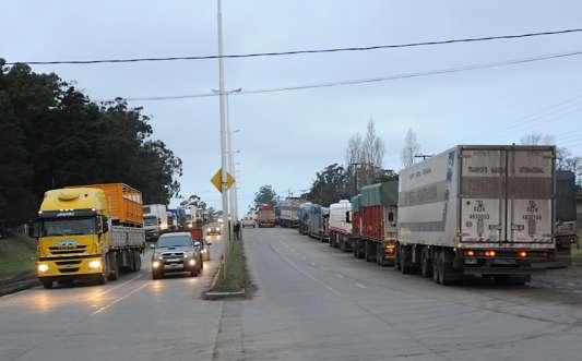 Camiones parados en Balcarce