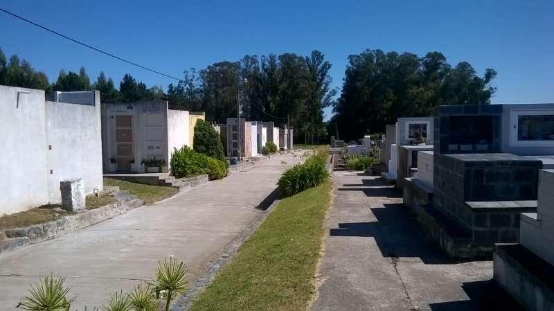 Trabajos en el cementerio municipal